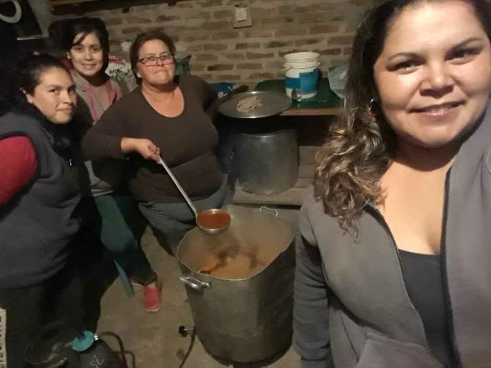 Las vecinas que dan una mana en el comedor del barrio San Francisco, oeste.