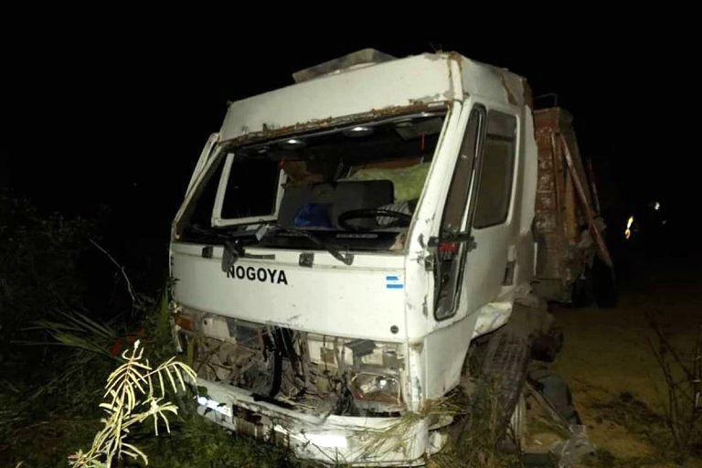 El camión del entrerriano, tras el choque (Crédito: Sergio Retamal)