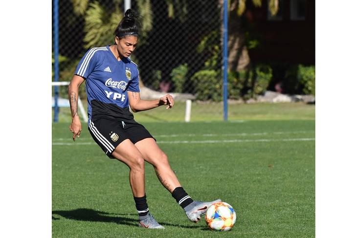 La entrerriana en pleno entrenamiento de una selección que vuelve al Mundial tras 2 copas ausentes.