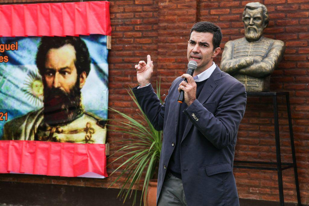En Berazategui también hay una escuela que lleva el nombre del héroe. Ahí estuvo Urtubey este año.