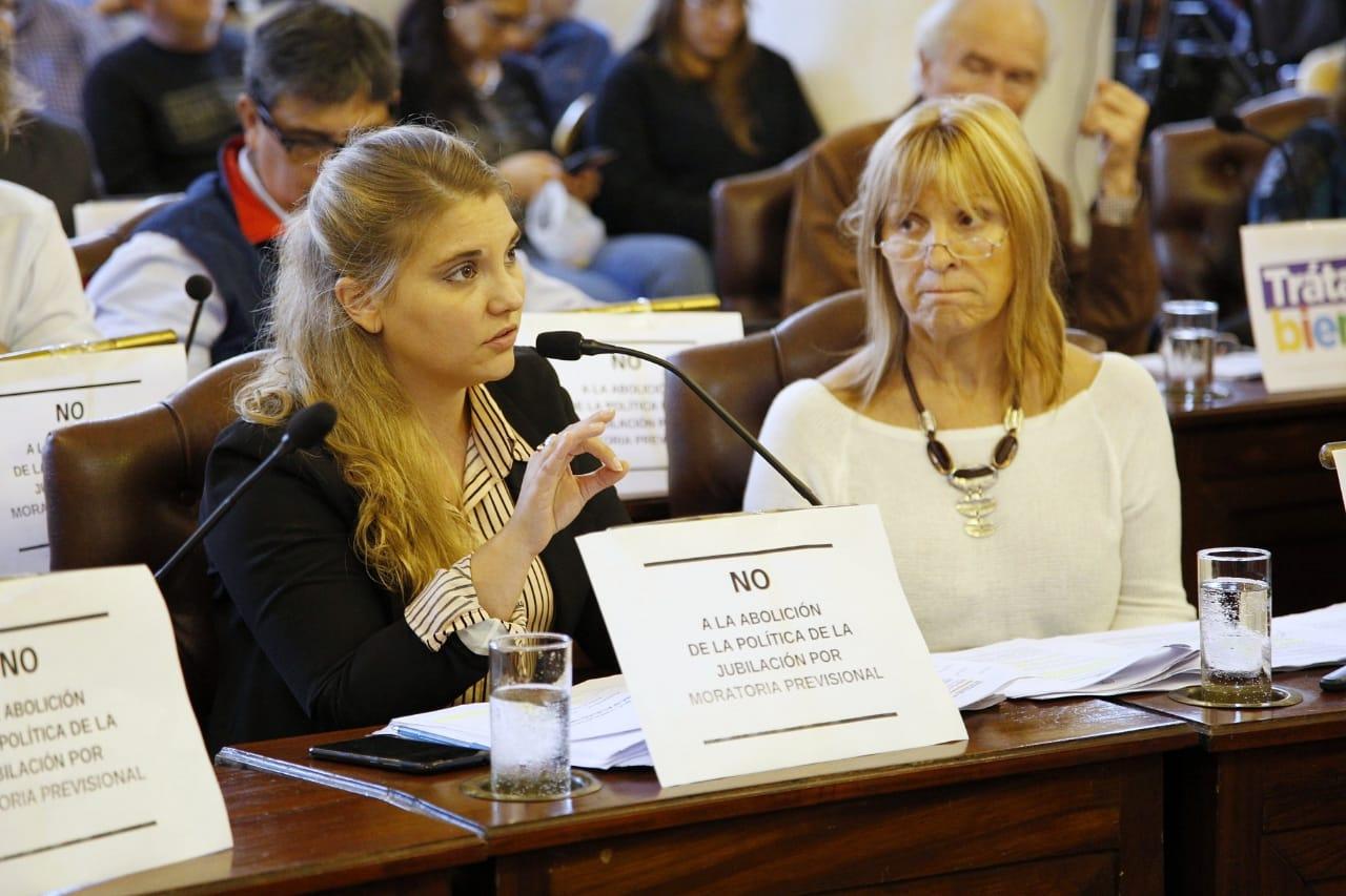 Cora es concejal en Paraná y, el 9 de junio último, fue electa diputada provincial.
