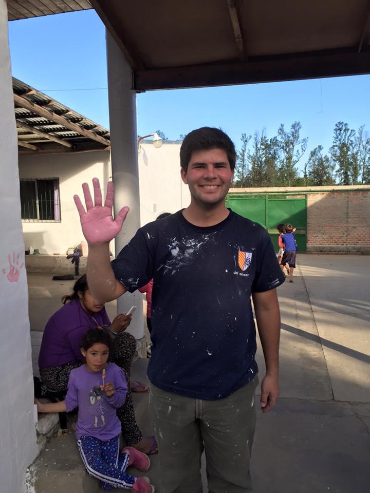 Juan Ignacio Castelaro, en una de sus visitas a barrio El Silencio, en Concordia.