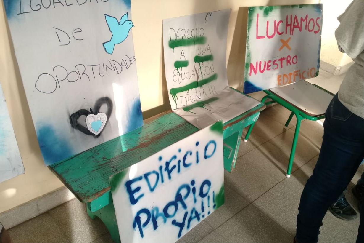 Los carteles, en los días de protesta
