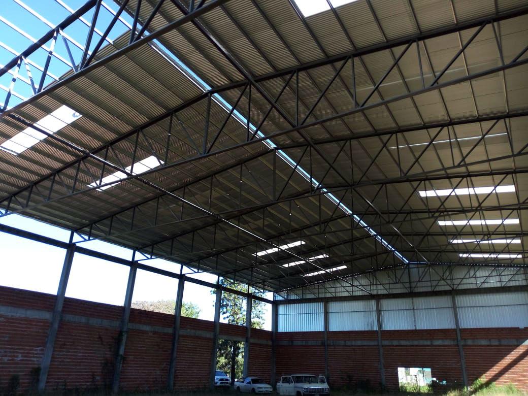 Así va quedando el techo del gimnasio ubicado sobre avenida Salto Uruguayo.