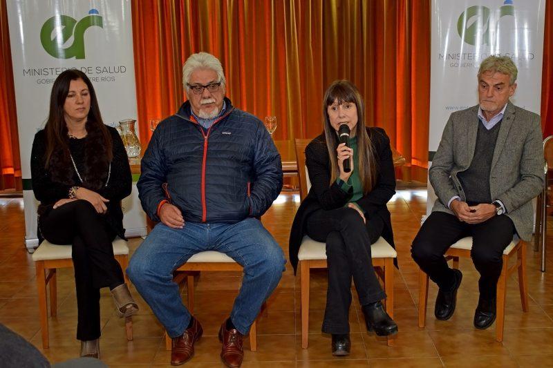 La ministra Velázquez encabezó el encuentro con directores de 11 hospitales provinciales.