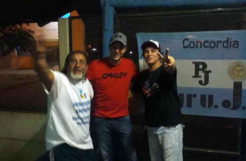 Enrique Cresto, junto a Curima, en una fiesta de la Cooperativa Sil