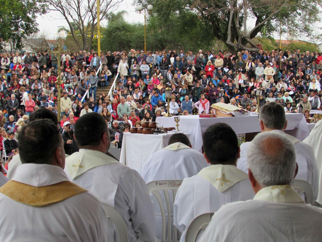 El anfiteatro de Federación recibió a los fieles de la Iglesia Católica, este domingo.