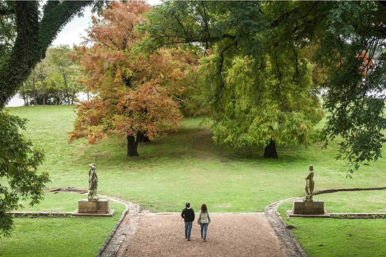 Paseo por el parque del palacio.