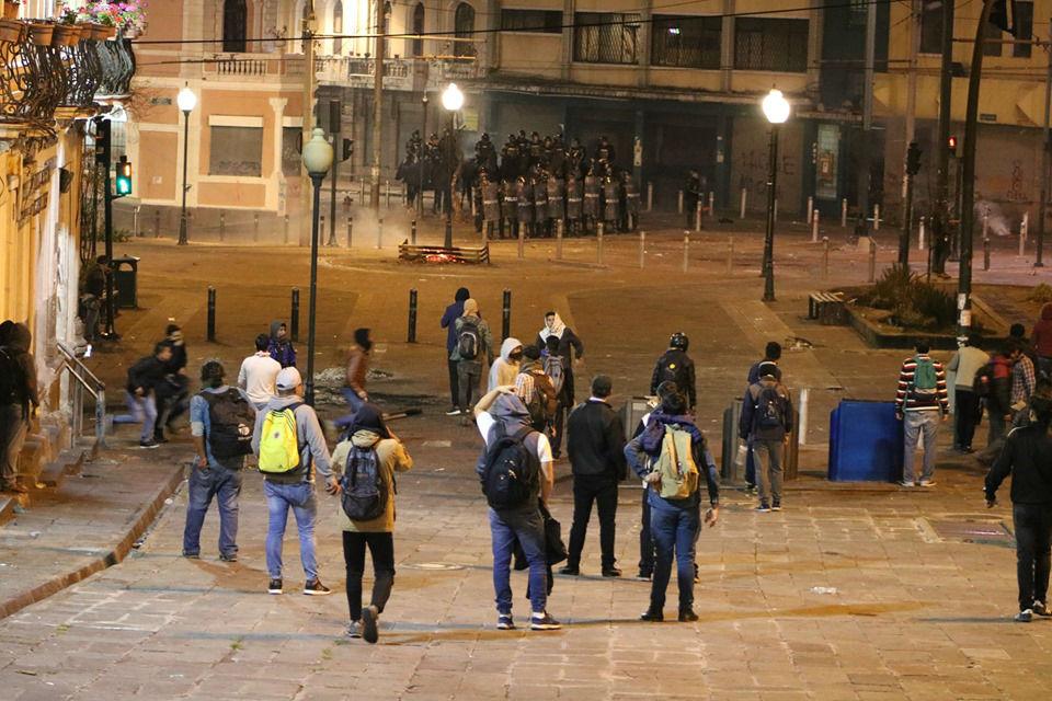 En medio de las protestas, las fuerzas reprimen a los manifestantes. Crédito: Signos Comunicación