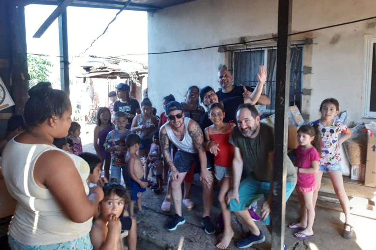 El grupo en el merendero Caritas Pintadas (Crédito: Facebook Amigos Solidarios Soldati)
