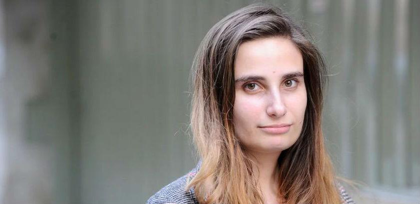 La periodista y escritora estará a cargo del guión que tendrá formato de thriller.