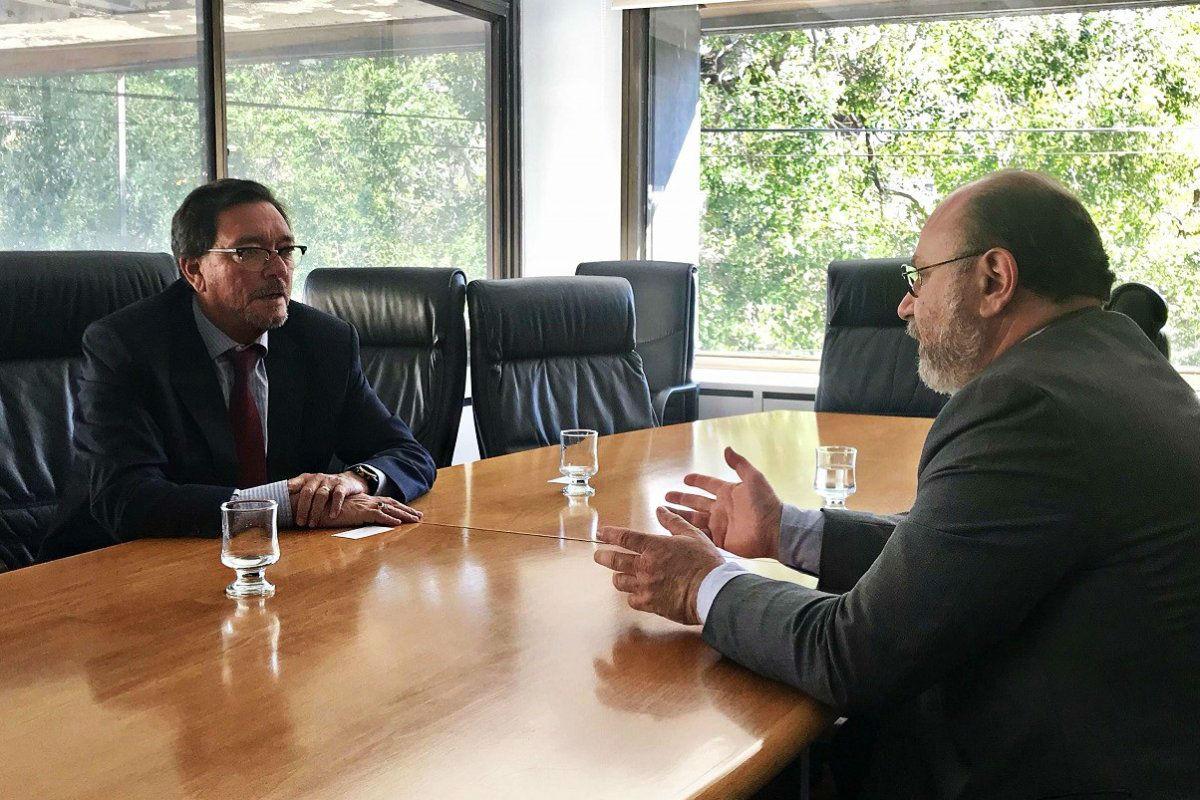 Pedro Guastavino con el doctor Hernán Viri, que en marzo último juró como juez federal de Gualeguaychú.
