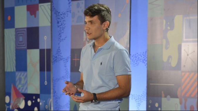 El joven oriundo de Victoria durante su charla en TED Ed Weekend en Buenos Aires.