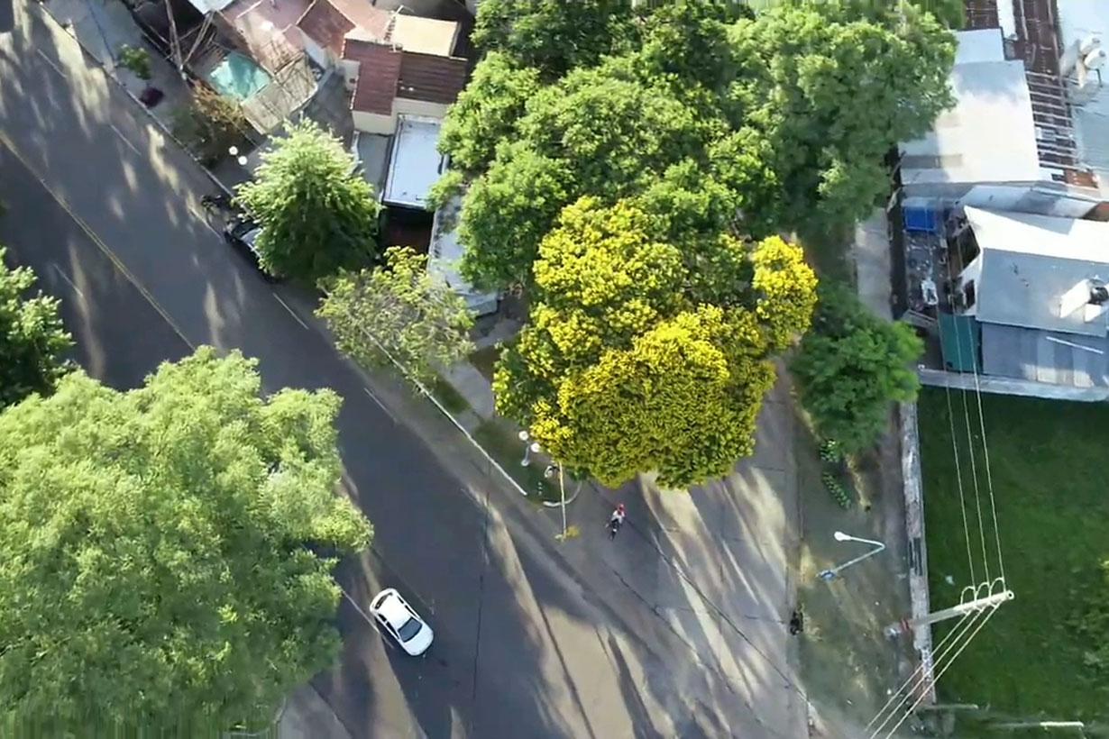 Desde el aire, el Ibirapitá en la esquina de Gerardo Yoya y Chabrillón