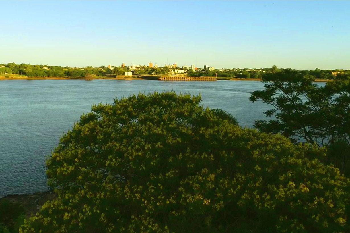 El Ibirapitá en Rocamora y el Río Uruguay, justo frente al Puerto de Salto
