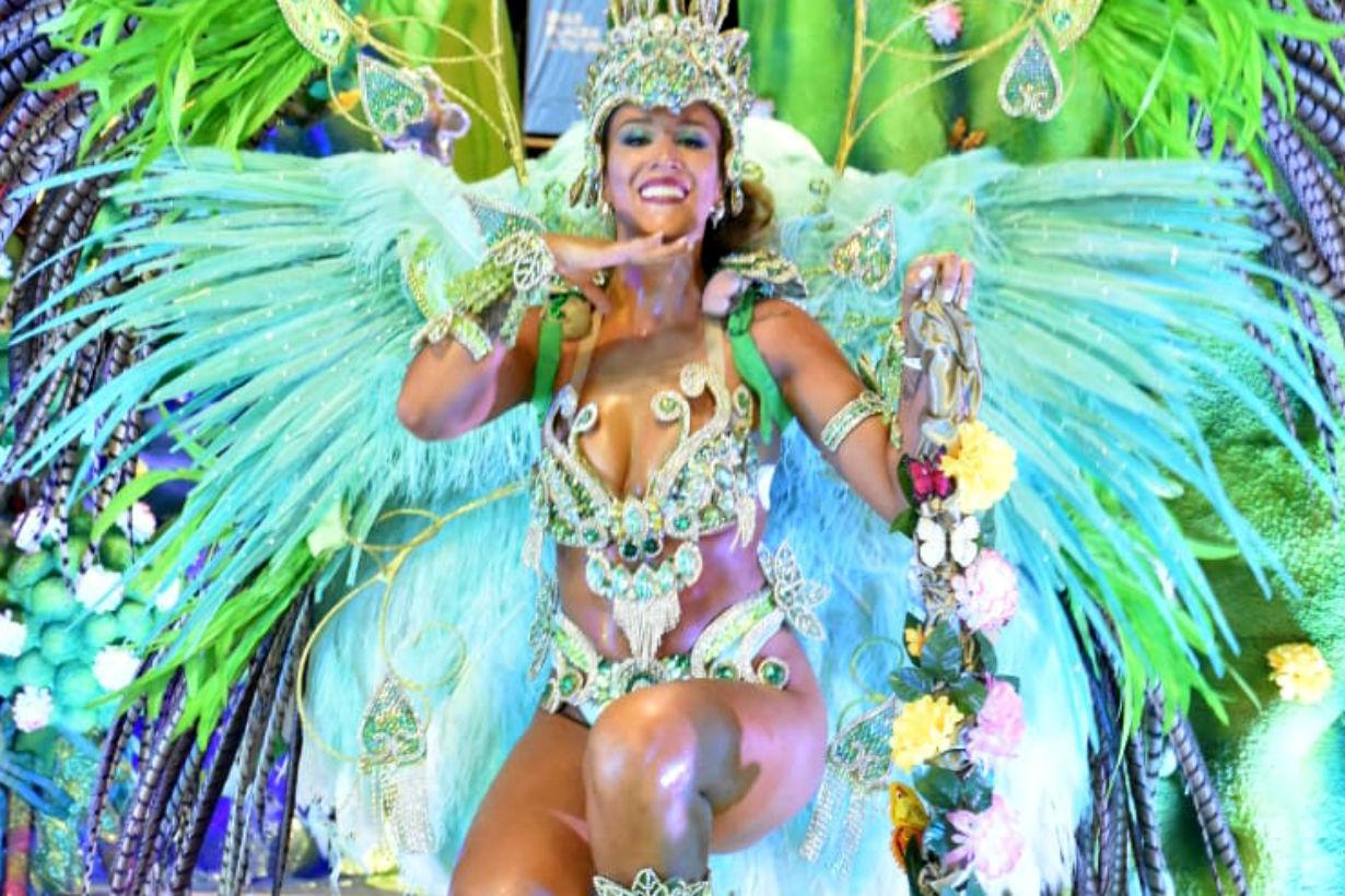 Daiana Valera participa hace 20 años del Carnaval y es la reina de Bella Samba.