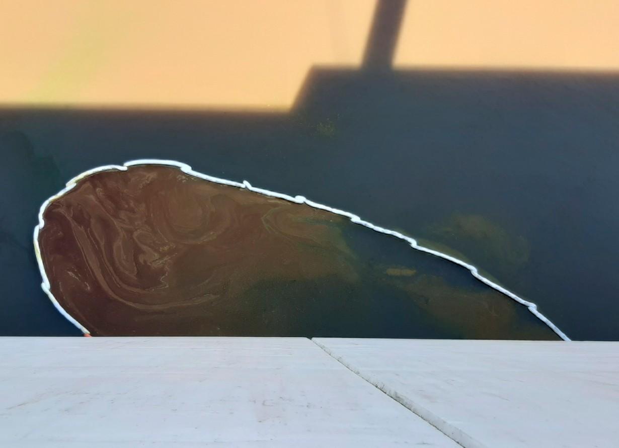 La macha de aceite que se registraba aguas abajo durante la tarde