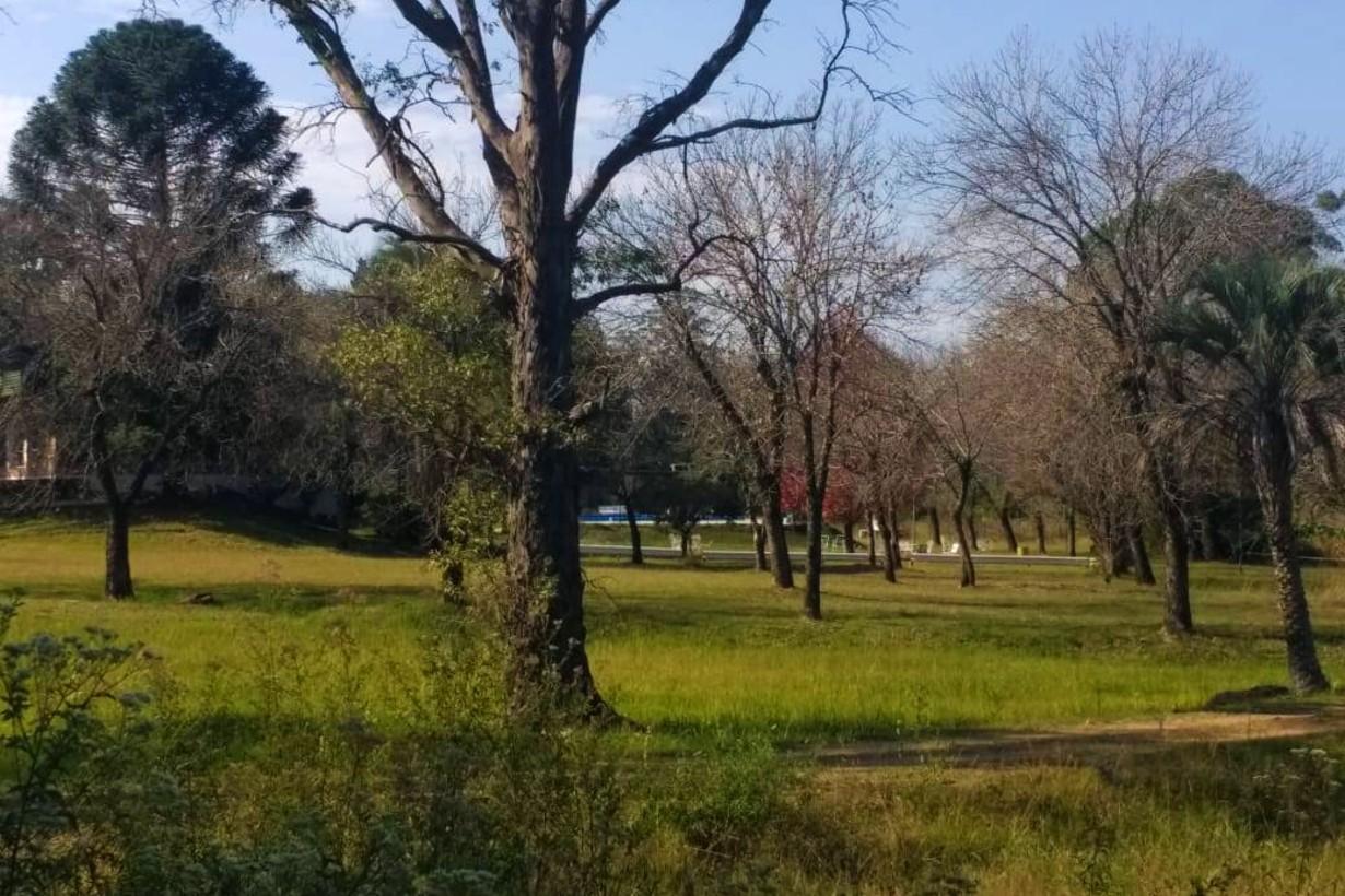 El amplio predio que tiene el Club, en un costado de la ruta que conduce a zona de termas y el lago de Salto Grande.