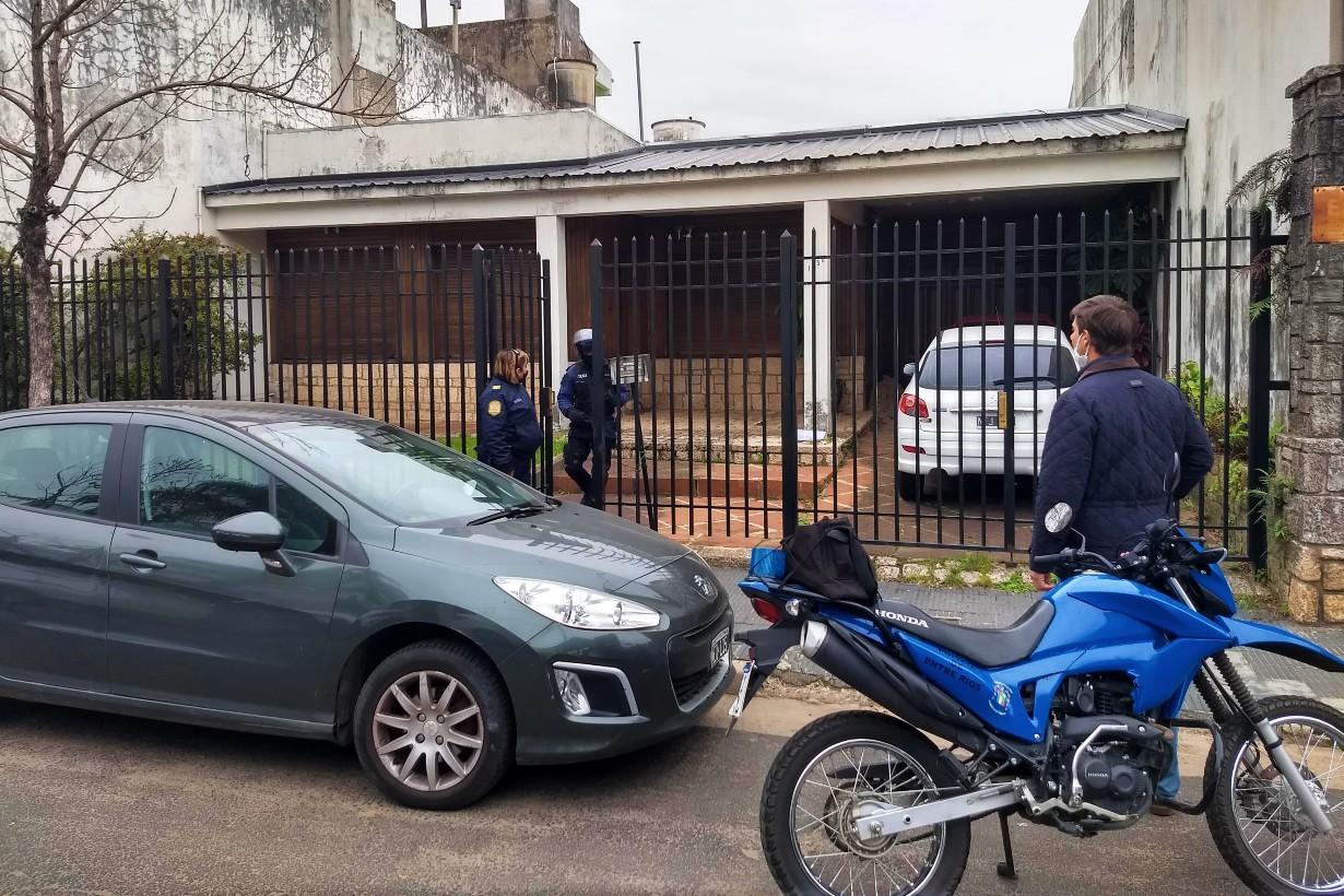 Allí, por calle Entre Ríos, se siguió el rastro del supuesto delincuente.