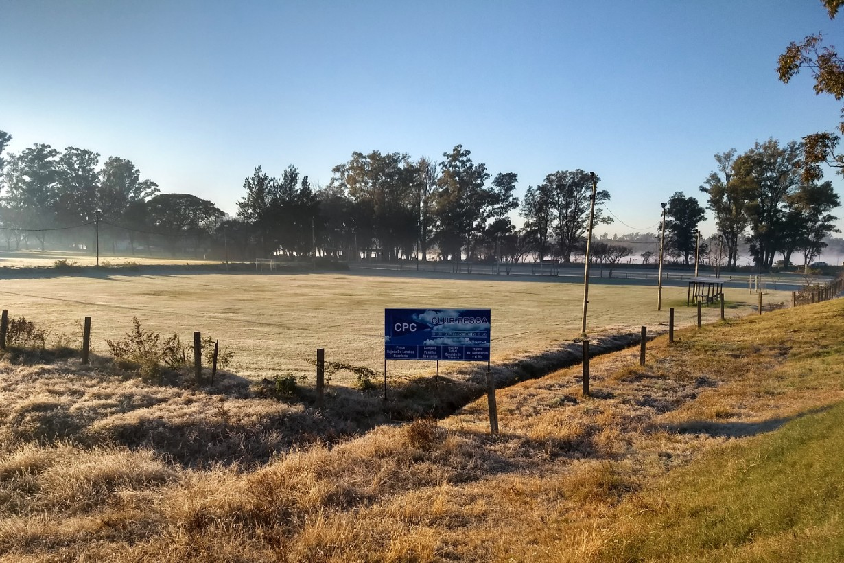 Una de las canchas de fútbol del Club Pesca Concordia (foto: EER)