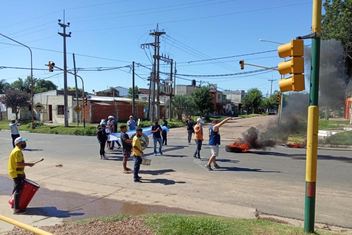 El tránsito por avenida Presidente Illlia de este a oeste, y viceversa, fue interrumpido.