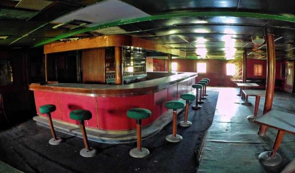 El bar del Ciudad de Paraná luce intacto.