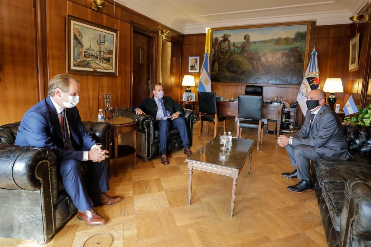 En mayo último, Cabrera y el gobernador con el ministro de Transporte, Guerra.
