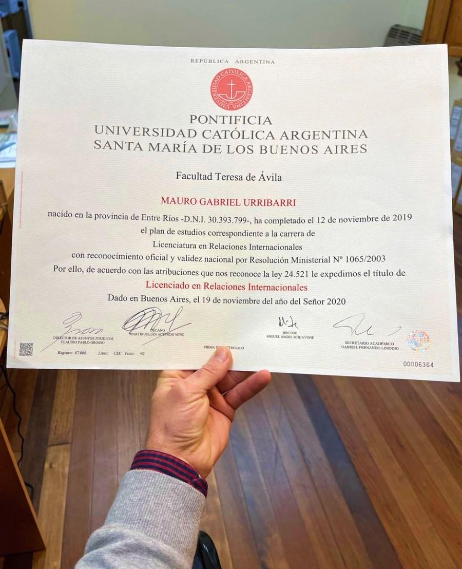 El título que recibió Mauro Urribarri y que compartió en las redes.