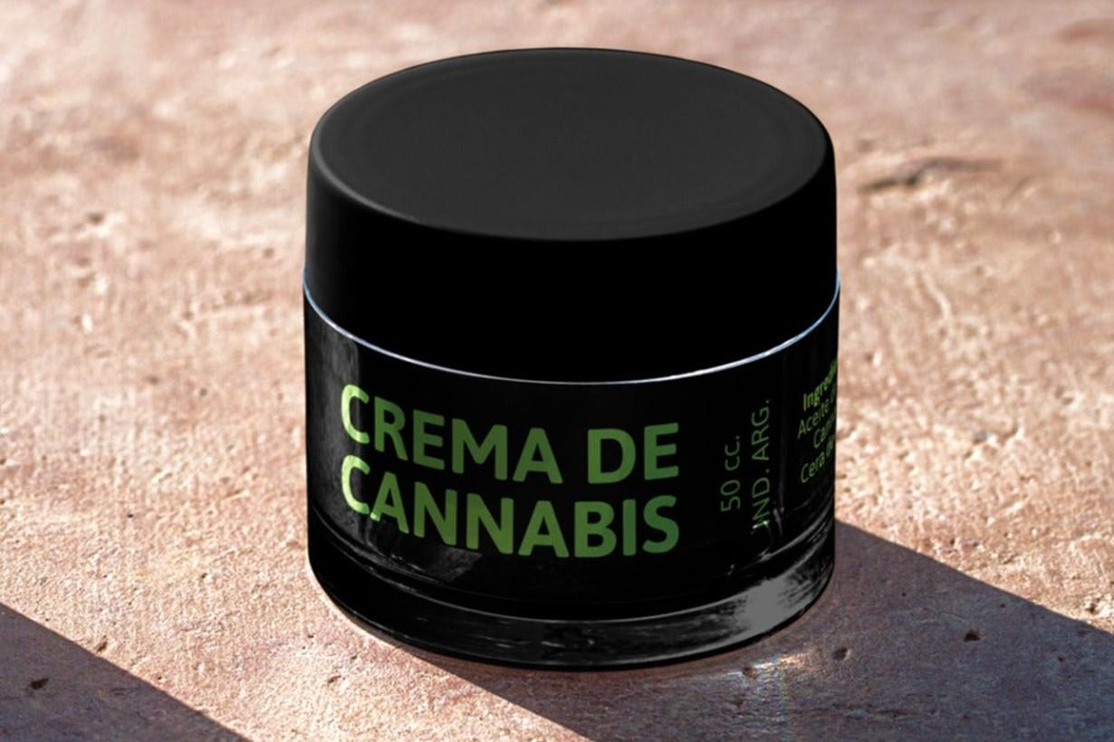 Crema de cannabis. Bajo estrictos testeos, es uno de los productos elaborados por la cooperativa.