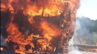 Desde el fuego inicial a la destrucción total: Así se incendió el colectivo Rápido Tata