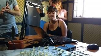 A capela, Florencia Altieri cantó en la radio de El Entre Ríos