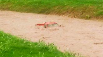 El temporal arrastró una camioneta a un arroyo entrerriano