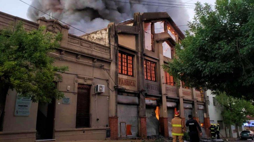 Impactante incendio en pleno centro de Paysandú
