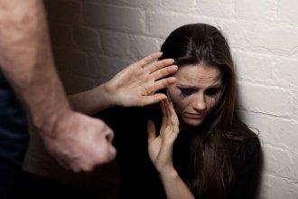 Dieron prisión preventiva a boxeador que golpeó a su novia embarazada