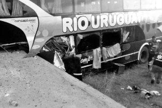 Al menos 2 fallecieron por el vuelco de un colectivo en ruta 18