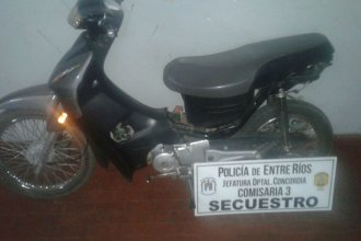 Ofrecía a $5000 la moto recién robada