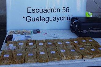 Viajaba con casi 17 kilos de droga en su equipaje