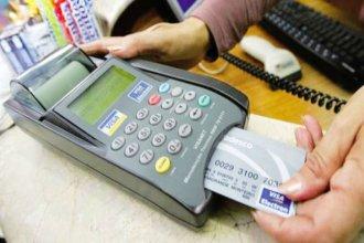 Alertan por recargos indebidos en cobros con tarjetas de débito y crédito