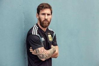 Messi revela la nueva camiseta suplente de la selección