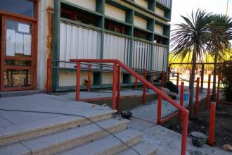Tras una intimación, comenzaron a construir una rampa para discapacitados