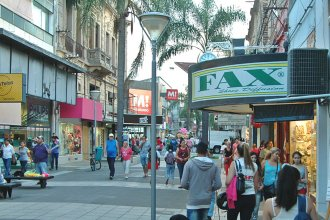 Quieren que comercios amplíen sus horarios para atender a los turistas