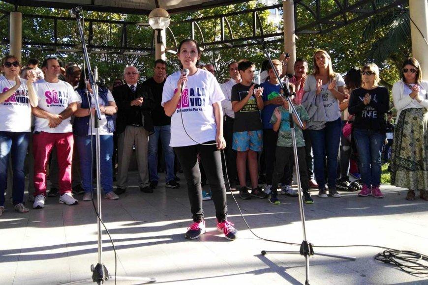 Noelia habló desde el gacebo de plaza 25 de Mayo.