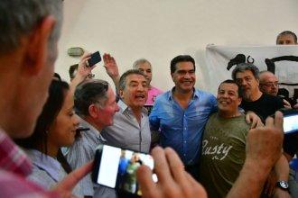 "Empezó la campaña: Capitanich con Urribarri y ""este abrazo"" hecho video"