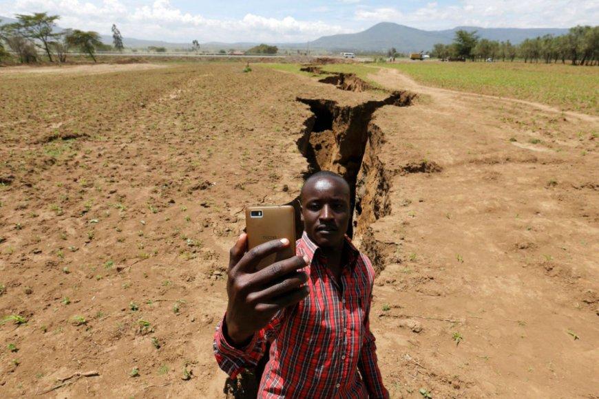 La selfie con la grieta ubicada en Nairobi, Kenia.