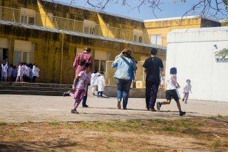 A metros de una escuela, se disputan la venta de drogas con bombas molotov
