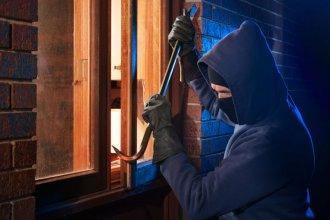Buscado por robar una vivienda y amenazar a su morador