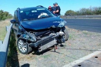 Perdió el control del auto, despistó e impactó contra el guardarrail