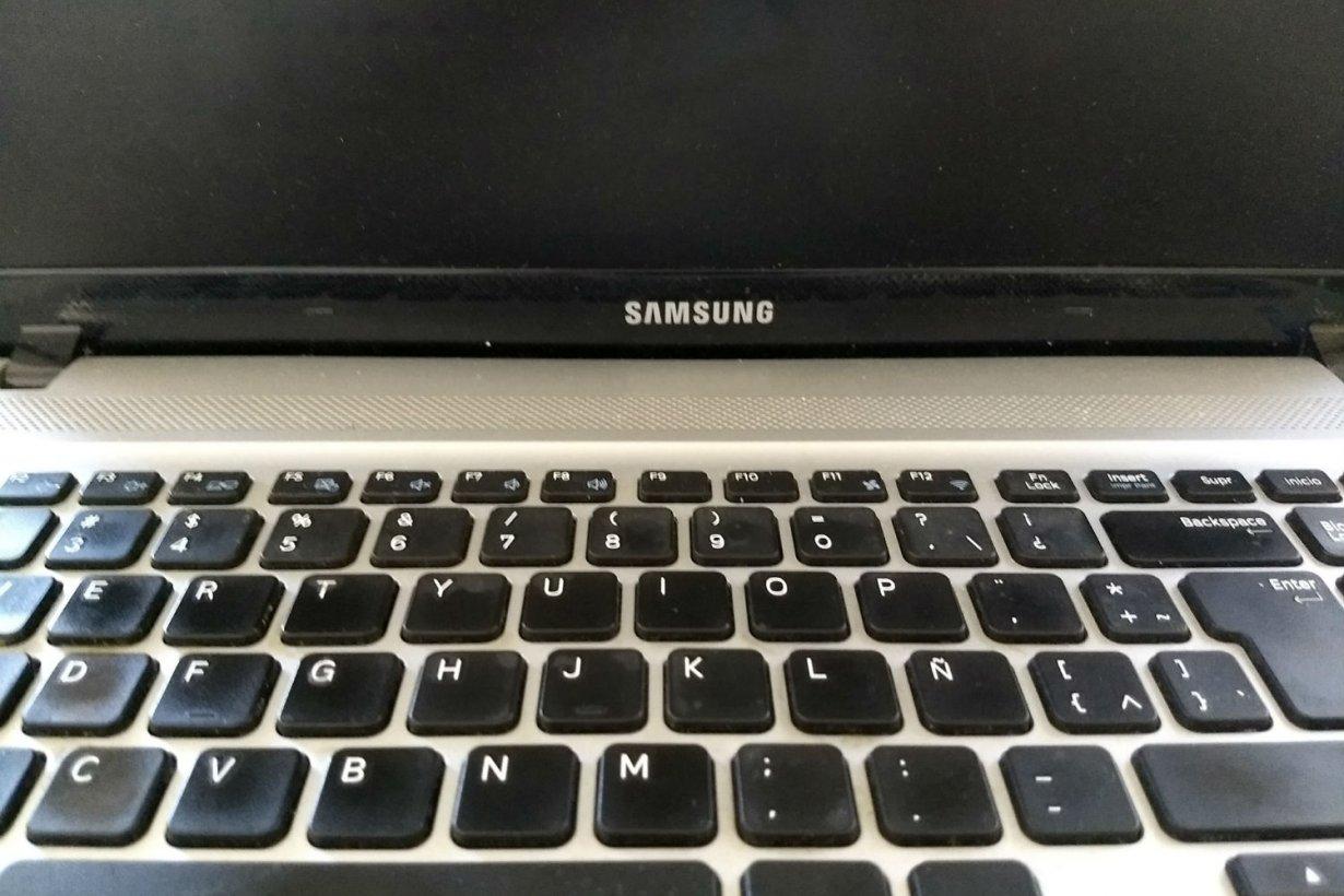 Así es la notebook sustraída este miércoles.