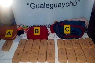 Viajaban hacia Buenos Aires con 22 kilos de cocaína en sus bolsos