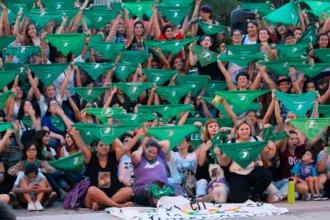 Hubo pañuelazo por el aborto legal, seguro y gratuito en Paraná